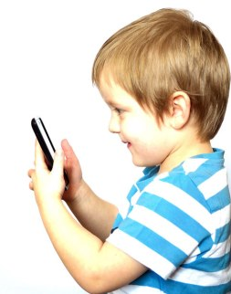 child-and-smartphone